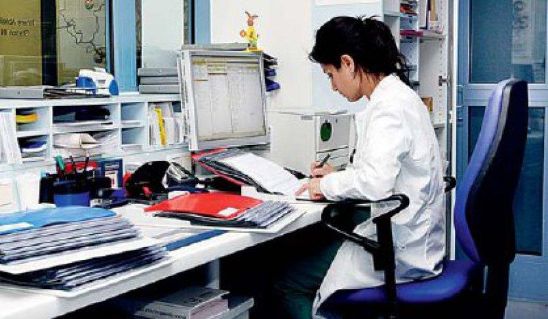 Bei Studienpatienten sind die Patientenakten die Quelldaten, auf denen die Studienergebnisse basieren. Foto: Caro