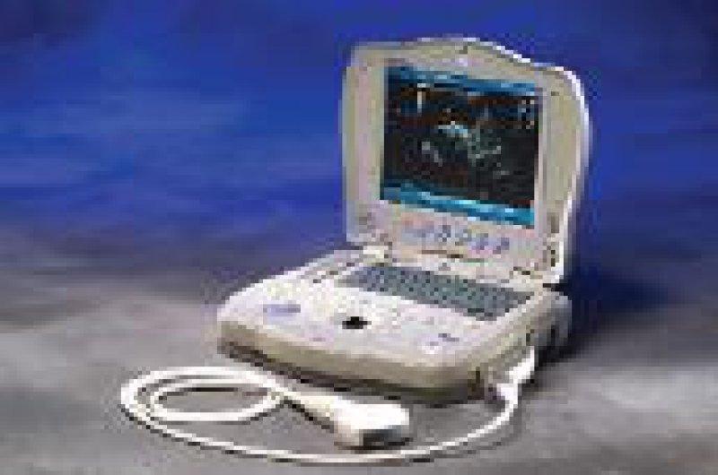 Ultraschall als chirurgisches Instrument ist das Dissektionssystem Sonosurg G2. Das LogiQ Book ist ein Ultraschall-Diagnosegerät im Laptop-Format. Werkfotos
