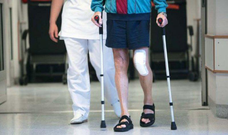 Die Versorgung von Operationswunden ist in Rehabilitationskliniken mittlerweile normal geworden. Foto: Vario Images