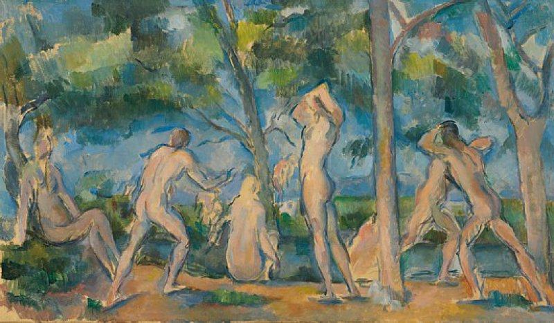 """Paul Cézanne, """"Les Baigneurs"""", 1898–1900, Öl auf Leinwand, 27 × 46,1 cm: Figur und Landschaft verschmelzen zu einer Einheit, wenn Cézanne seine Badenden am Ufer eines Flusses zwischen Bäumen und Sträuchern gruppiert. Das transzendente, ins Violett gehende Blau des Himmels und das Ockergelb des Bodens bis hin zum lichten Grün der Blätter verwendet er auch zur Kolorierung der nackten Männerkörper. Die langgestreckten androgynen Leiber sind kaum von den hohen Stämmen der sich im Wind wiegenden Zypressen zu unterscheiden. Die Szene drückt Harmonie und Ordnung aus, das Gleichgewicht von Mensch und Natur ist perfekt. ©The Baltimore Museum of Art: The Cone Collection; Foto: Mitro Hood"""