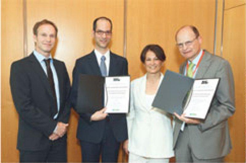 Stephan Silbermann, Stefan Ehehalt, Olga Kordonouri und Andreas Neu (von links). Foto: Deckbar, Copyright BERLIN-CHEMIE AG