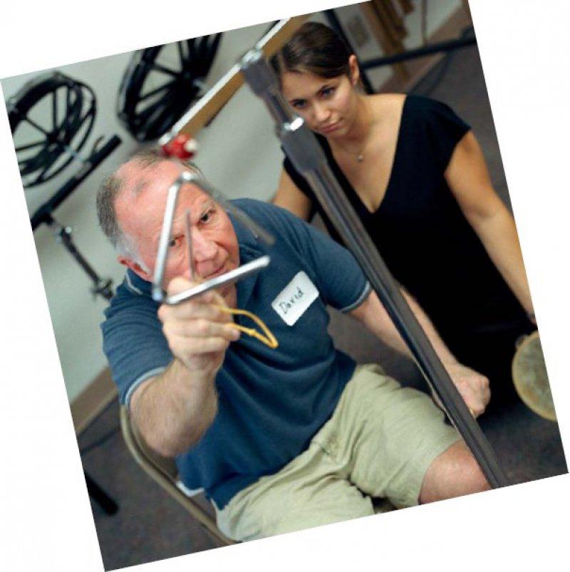 Erfolgreich ist der Einsatz der Musiktherapie auch bei feinmotorischen Störungen nach Schlaganfällen. Foto: laif