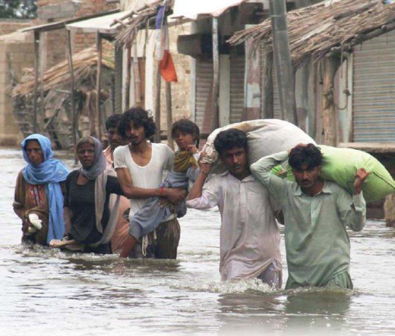Extreme Wetterereignisse wie die Überschwemmungen 2010 in Pakistan führen zu Obdachlosigkeit – aber auch zu Durchfallerkrankungen