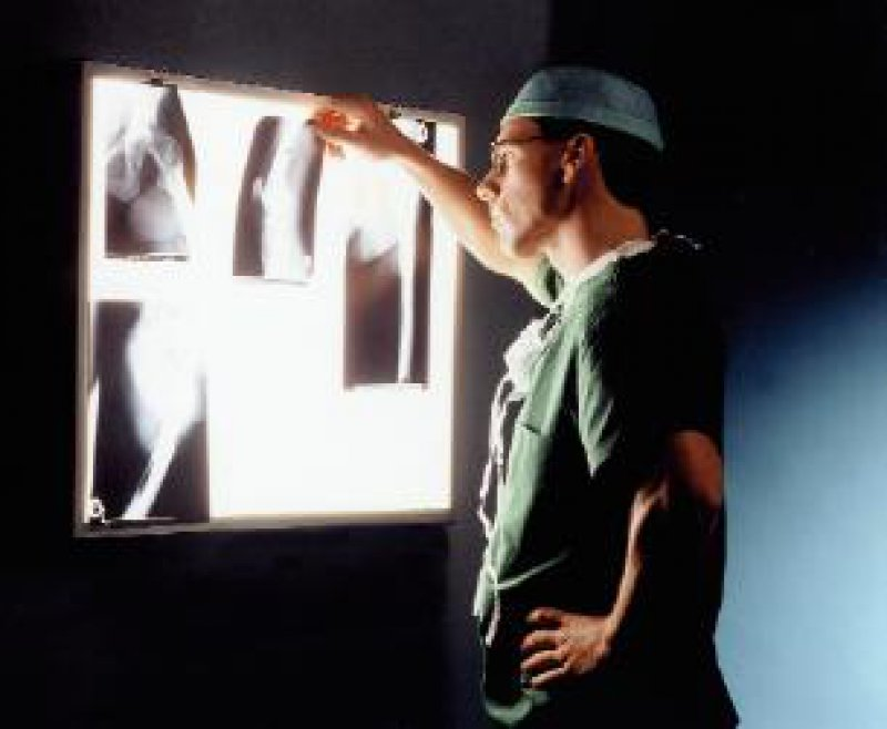 Die radiologische Fachkunde auf Lebenszeit wird nach der neuen Röntgenverordnung abgeschafft und durch eine erworbene Fachkunde, die auf fünf Jahre begrenzt sein wird, ersetzt. Foto: Archiv