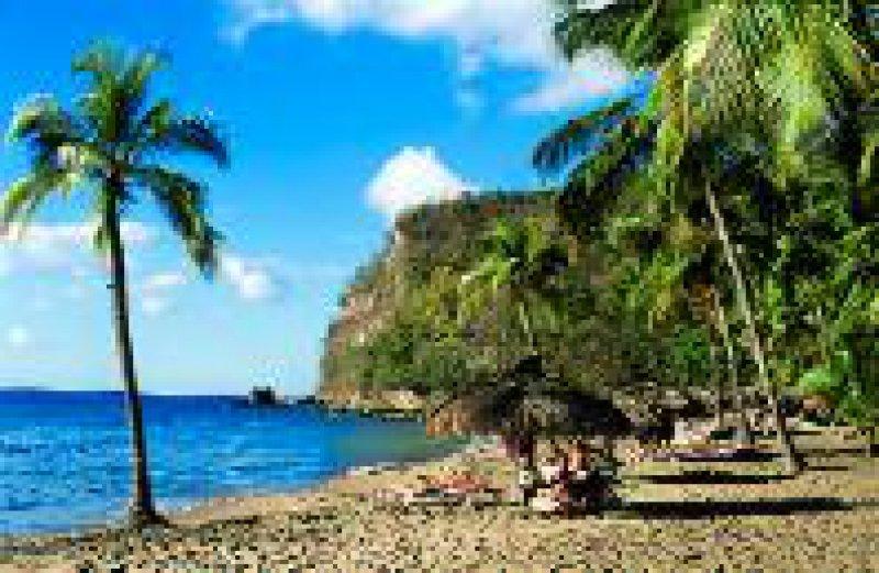 St. Lucia: Palmenumsäumte Strände meilenweit