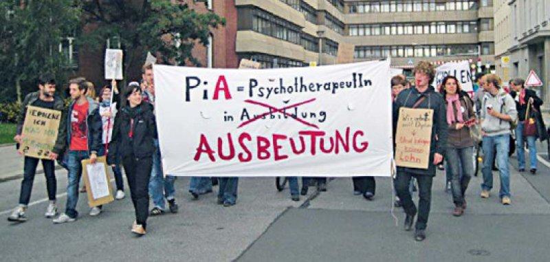 Der Protestzug auf dem Weg von der Charité Campus Mitte zum Bundesgesundheitsministerium.Foto: Deutsche Psychotherapeutenvereinigung