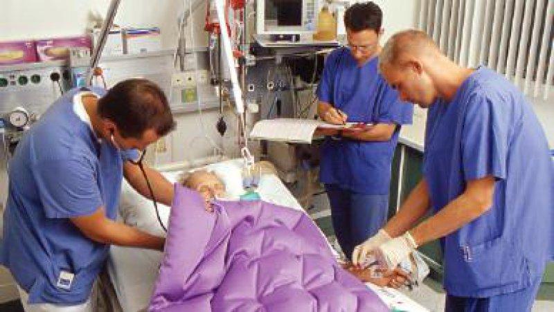Vor allem auf Intensivstationen besteht häufig der Wunsch nach einer direkt am Krankenbett durchführbaren Labordiagnostik. Foto: Peter Wirtz