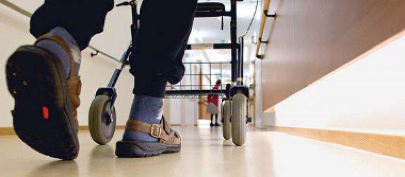 www.weisseliste. de/pflegeheim: werbefreies Portal mit Informationen zu etwa 12 000 Pflegeheimen. Foto: dpa