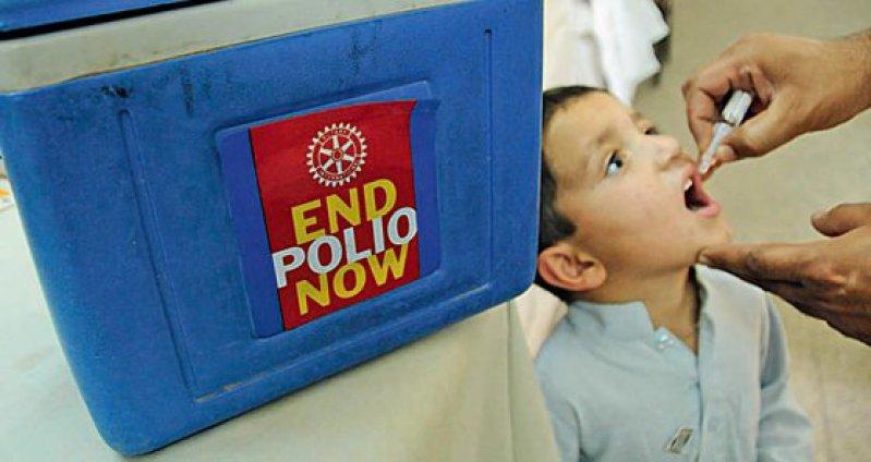 Der oral zu verabreichende Polio-Lebendimpfstoff OPV ist gut wirksam. Nachteilig ist, dass die Impfviren nach längerer Vermehrung im Organismus mutieren und eine Impf-Poliomyelitis hervorrufen können. Foto: dpa