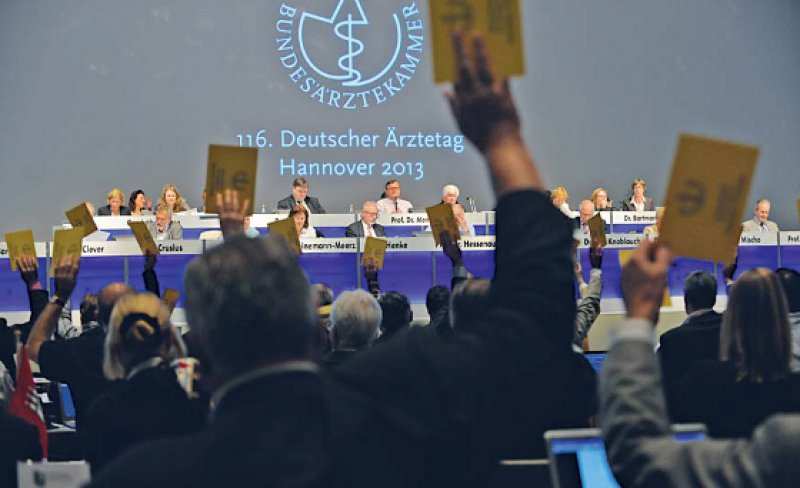 Als Alternative zur Bürgerversicherung hat der Deutsche Ärztetag 2013 in Hannover mit großer Mehrheit eine umfassende Finanzreform gefordert und eine Fortentwicklung des dualen Versicherungssystems befürwortet. Foto: Jürgen Gebhardt