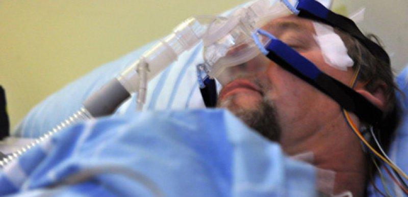 Schlaf-Apnoe: CPAP-Beatmung schützt in Studie nicht vor