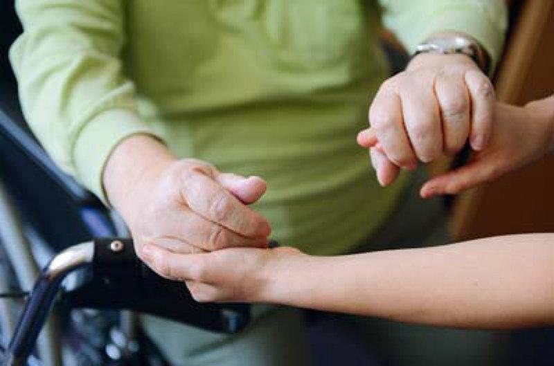 Unterschiedlich sind die Ansichten darüber, wie rasch sich die Pflegereform umsetzen lässt. Foto: dpa