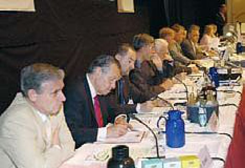 Der KBV-Vorstand verfolgt die Debatte über neue Strukturen der Kassenärztlichen Bundesvereinigung und ihrer Gremien. Die Vertreterversammlung wird sich in einer Klausurtagung noch ausführlicher mit diesem Thema befassen.