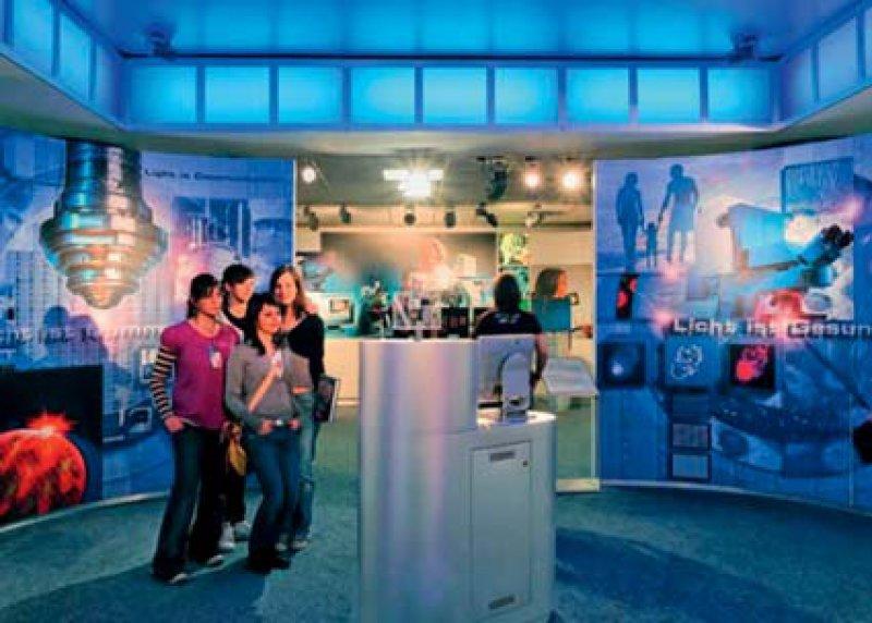 Das neu gestaltete Museum der Optik präsentiert auf 1 000 Quadratmetern zum Teil einmalige Exponate und ist in das neue Zeiss-Forum integriert.
