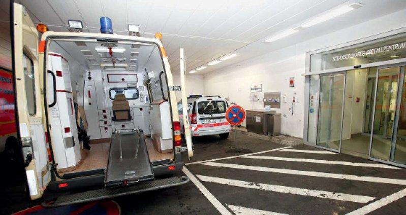 365 Tage im Jahr für alle Notfälle bereit – insbesondere nachts und an Wochenenden sind die Notaufnahmen der Uniklinika stark beansprucht.