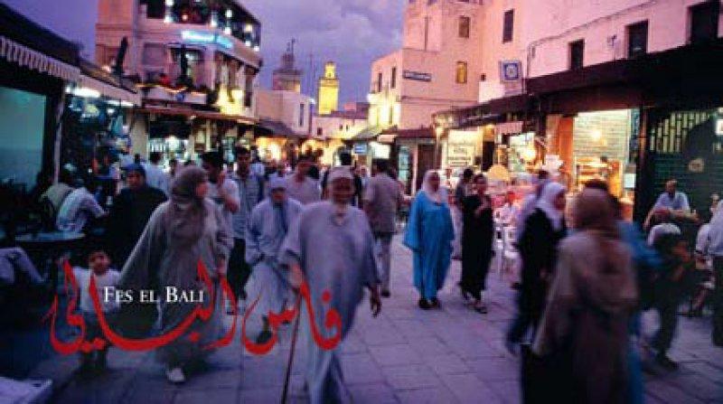 Fes – Die Mutter aller Städte beschreibt als erstes Buch den Alltag in der größten arabischen Altstadt der Welt.