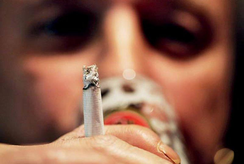 Alkohol und Nikotin: Zwei neue Leitlinien sollen die Ärzte bei der Suchttherapie unterstützen. Foto: dpa