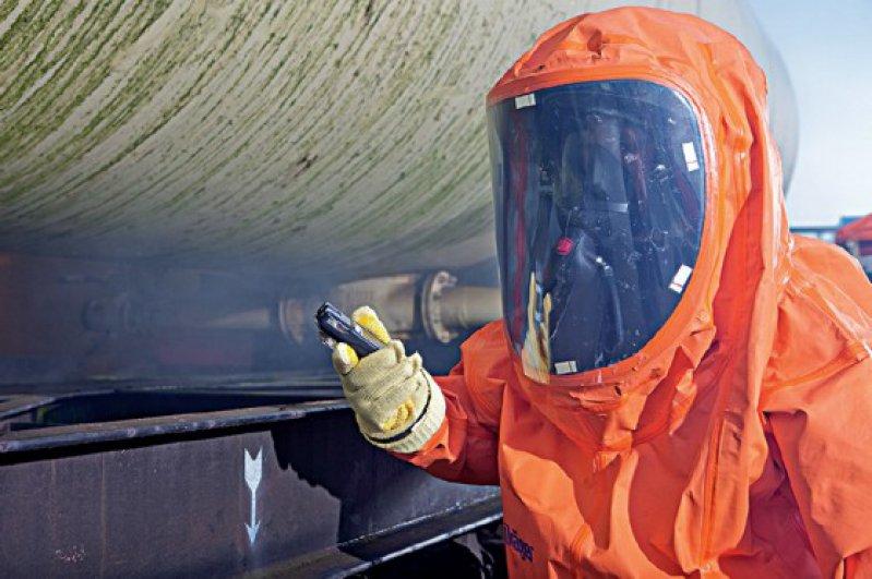 der Chemikalienschutzanzug CPS 7900 im Gefahrguteinsatz...