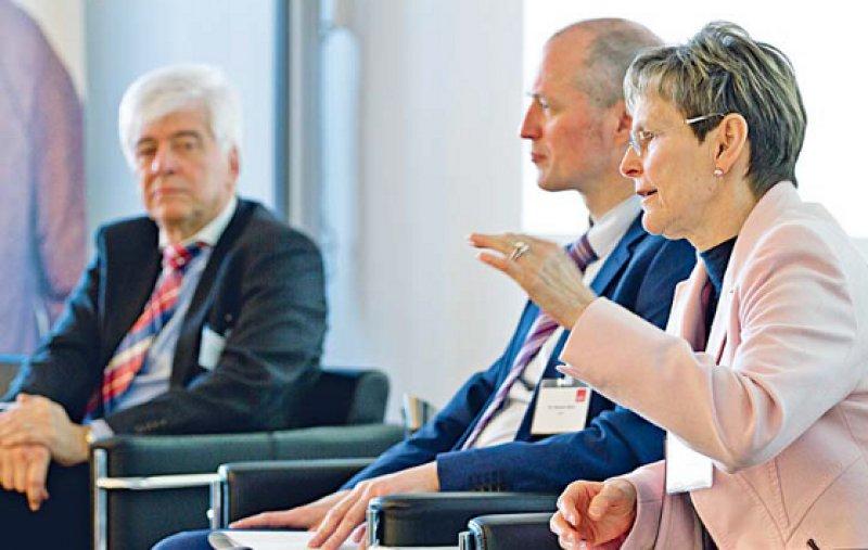 Ein gemeinsames Konzept zur ambulanten Weiterbildung wollen BÄK und KBV dem diesjährigen Deutschen Ärztetag vorlegen. Das kündigten Max Kaplan (links) und Regina Feldmann an. Foto: Lisa Große