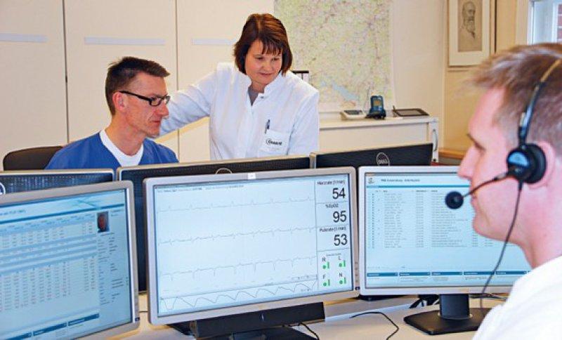Tägliche Befundung durch fachärztliches und fachpflegerisches Personal im Zentrum für kardiovaskuläre Telemedizin. Foto: Universitätsmedizin Berlin
