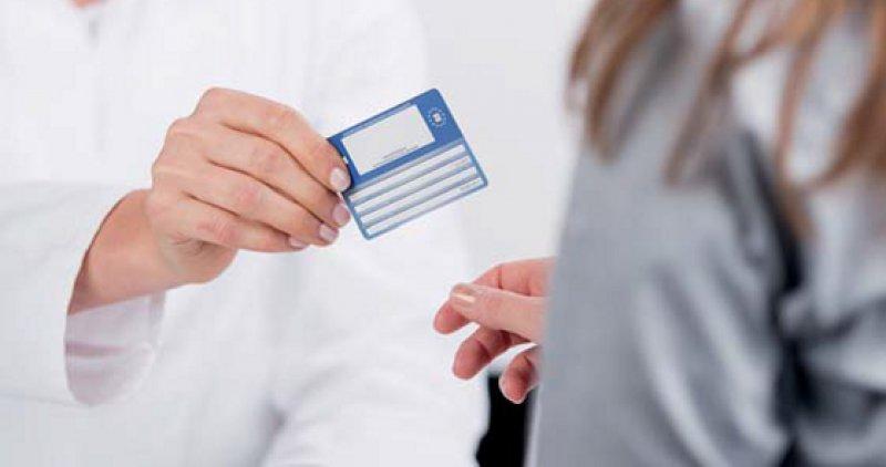 Name, Adresse, Versichertenstatus: Künftig soll per elektronischer Gesundheitskarte online geprüft werden, ob alle Daten noch aktuell sind. Foto: fotolia/contrastwerkstatt