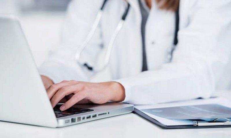 Fortbildung online: Ärztinnen und Ärzte, die das Angebot der KBV nutzen wollen, benötigen einen KV-SafeNet-Anschluss. Foto: Fotolia/contrastwerkstatt