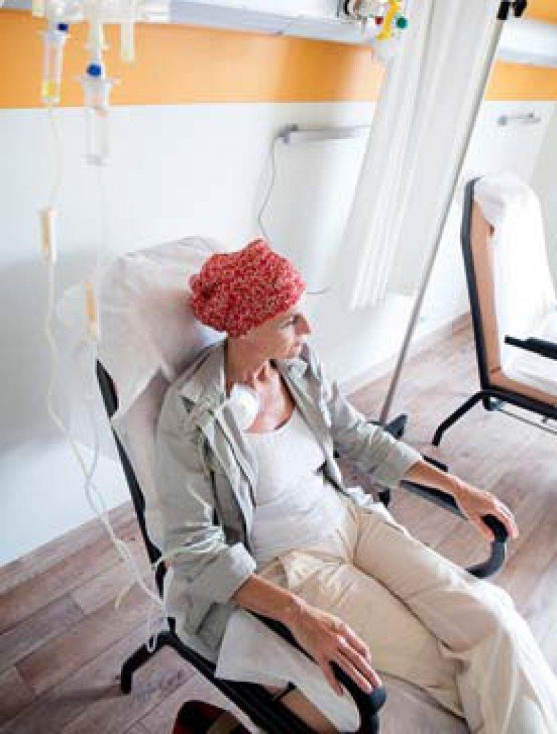Mehr auf Beratung bei palliativmedizinischer Krebstherapie fokussieren. Foto: mauritius images