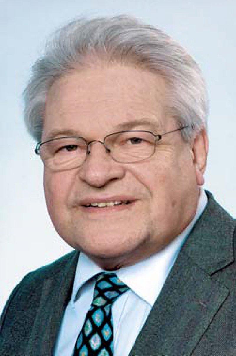Dr. med. Dieter Mitrenga (74) hat sich für die Entstigmatisierung von Menschen mit HIV und AIDS eingesetzt. Seinem Engagement im Marburger Bund und für die Fort- und Weiterbildung haben die Ärzte viel zu verdanken. Foto: privat