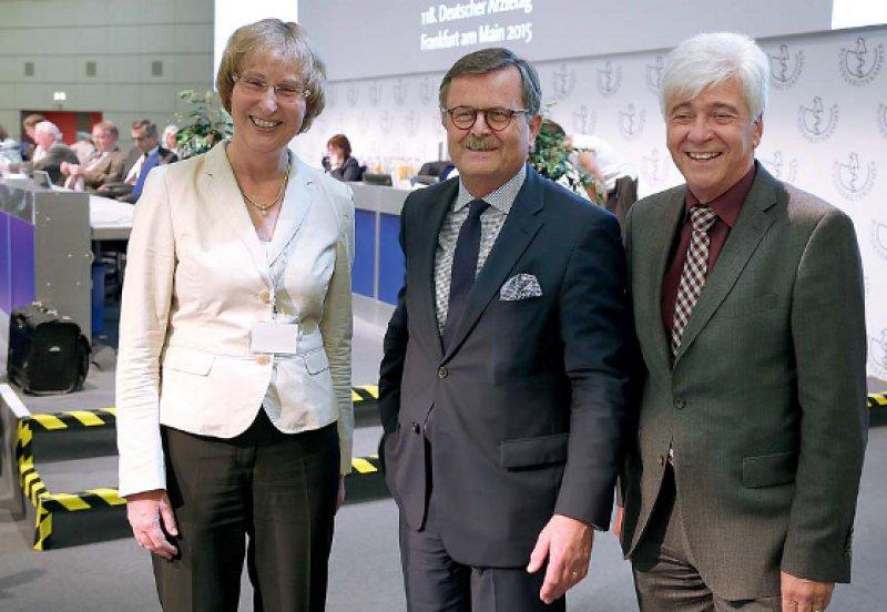 Sie stehen für Kontinuität in der Interessenvertretung für Deutschlands Ärzte: Vizepräsidentin Martina Wenker, Präsident Frank Ulrich Montgomery und Vizepräsident Max Kaplan.