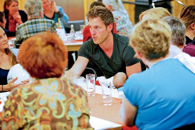 Das moderierte Erzählcafé ist ein bewährtes Format der Sozialarbeit und eignet sich gut für den wertschätzenden Austausch von Erfahrungen. Foto: Frings-Ness