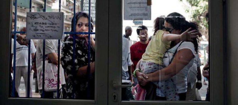 """Großer Andrang herrscht bei einer Ambulanz der Hilfsorganisation """"Ärzte der Welt"""" in Athen. Für viele Nicht-Versicherte sind derartige Angebote die einzige Möglichkeit, sich medizinisch behandeln zu lassen. Foto: laif/Redux"""