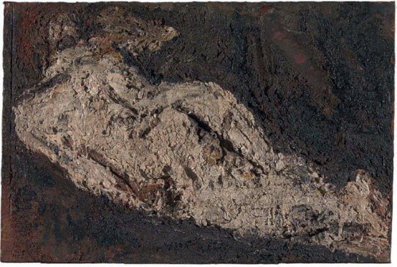 """Frank Auerbach: """"E. O. W. Nude"""", 1953–54, Öl auf Leinwand, 50,8 × 76,8 cm: Ein aus unzähligen Lagen schwerer Farbmassen aufgeschichteter Frauenkörper erhebt sich zentimeterdick über einem Morastbett. Auerbachs Frühwerk – eher ein Relief als ein Gemälde – zeigt, wie revolutionär der Maler bereits in jungen Jahren war. Foto: Tate © Frank Auerbach"""