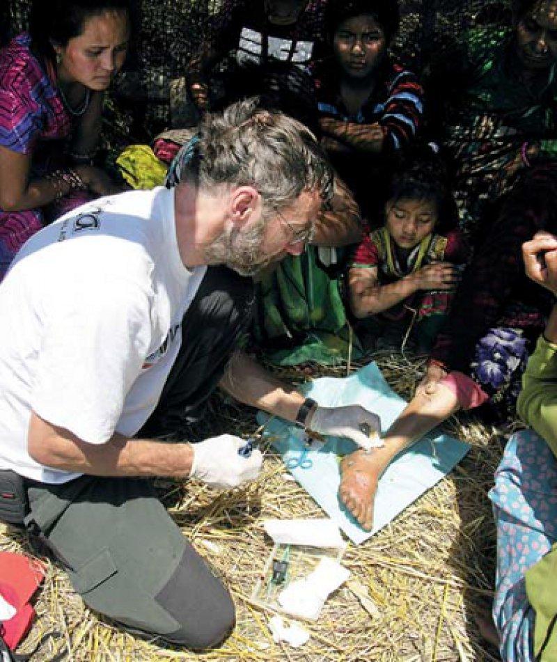 In den Bergdörfern versorgte Michael Brinkmann die Patienten auf Stroh.