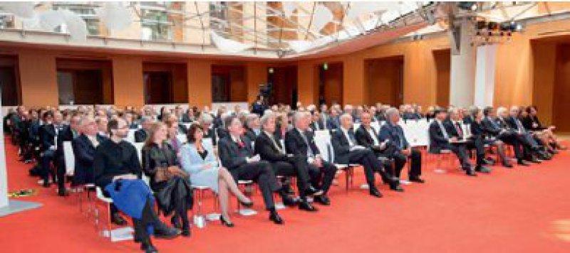 Feierstunde zum 60. Jubiläum in Berlin: Gemeinsame Analysen und Ausblicke mit Vertretern aus der Politik und der Selbstverwaltung. Fotos: Georg J. Lopata