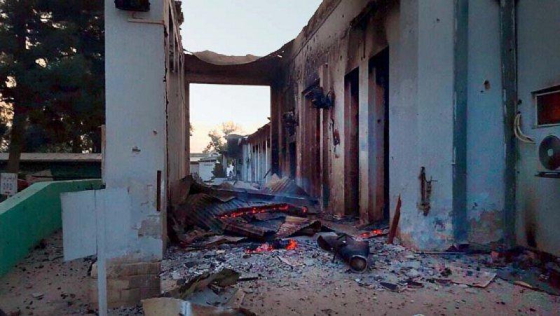 Krankenhaus in Trümmern: Vor dem US-amerikanischen Luftangriff war das Haus mit 100 Betten das einzige in der Region, in dem größere chirurgische Eingriffe vorgenommen werden konnten. Foto: dpa
