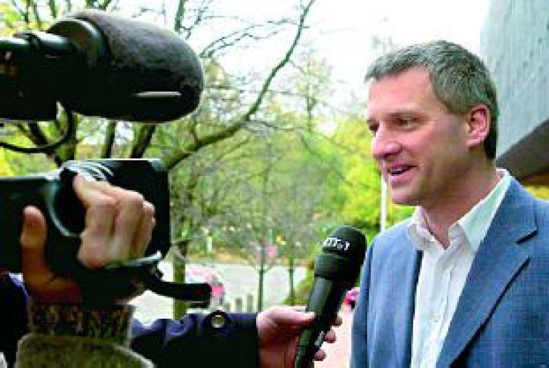 Einer für alle: Der Kieler Assistenzarzt Dr. Norbert Jäger klagt vor dem Europäischen Gerichtshof für die Anerkennung des Bereitschaftsdienstes als Arbeitszeit. Foto: dpa