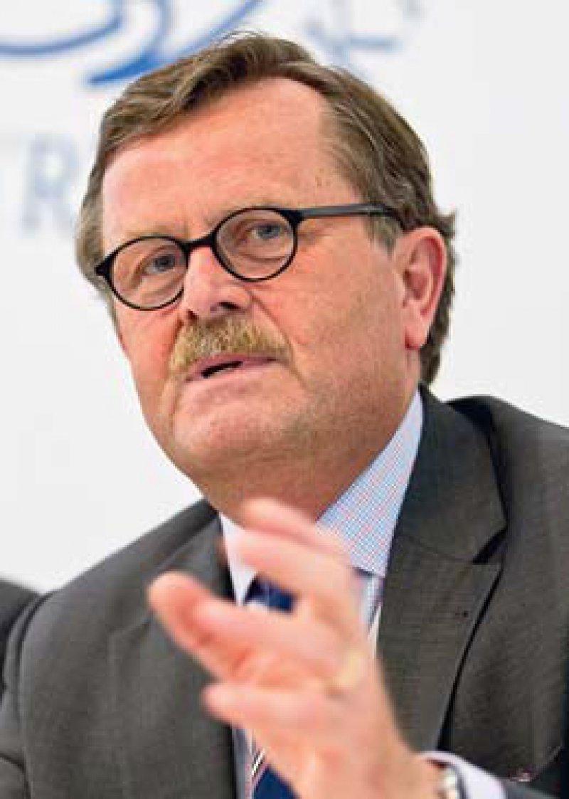 Für eine gute Versorgung von Flüchtlingen setzt sich BÄK-Präsident Frank Ulrich Montgomery ein. Foto: dpa