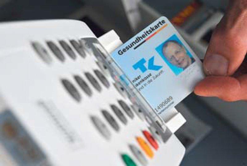 Bei der elektronischen Gesundheitskarte müssen Sicherheit und Praktikabilität Vorrang haben, fordert die KBV. Foto: dpa