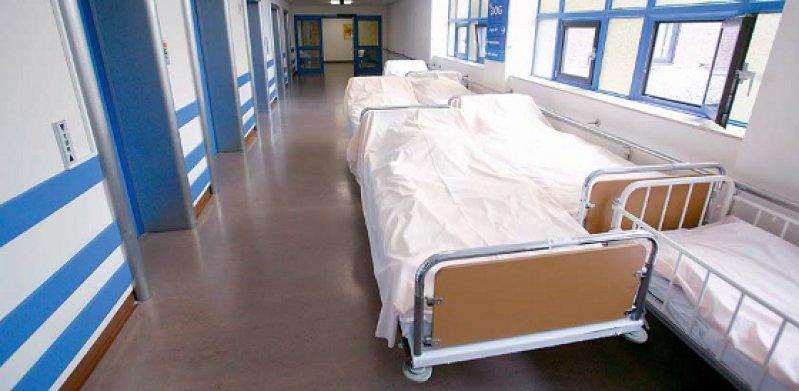Zu viele Krankenhausbetten stehen in deutschen Kliniken. Diese Meinung der Bundesregie- rung teilt auch die OECD. Foto: picture alliance