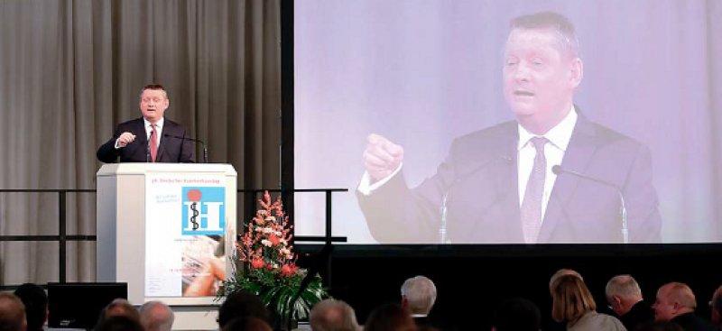 Die Krankenhaus-Investitionen der Länder will Bundesgesundheitsminister Hermann Gröhe (CDU) im Auge behalten. Foto: Messe Düsseldorf, Constanze Tillmann
