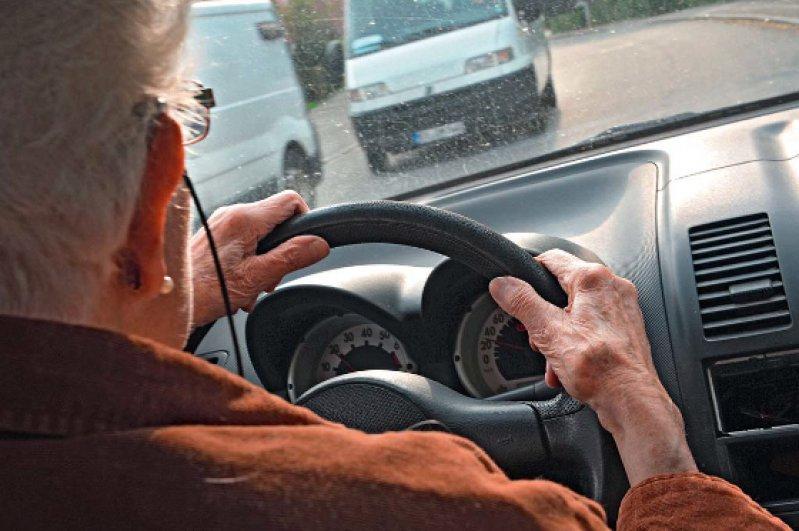 Ältere Verkehrsteilnehmer schätzen ihre eigenen Fähigkeiten nicht immer richtig ein. Foto: dpa