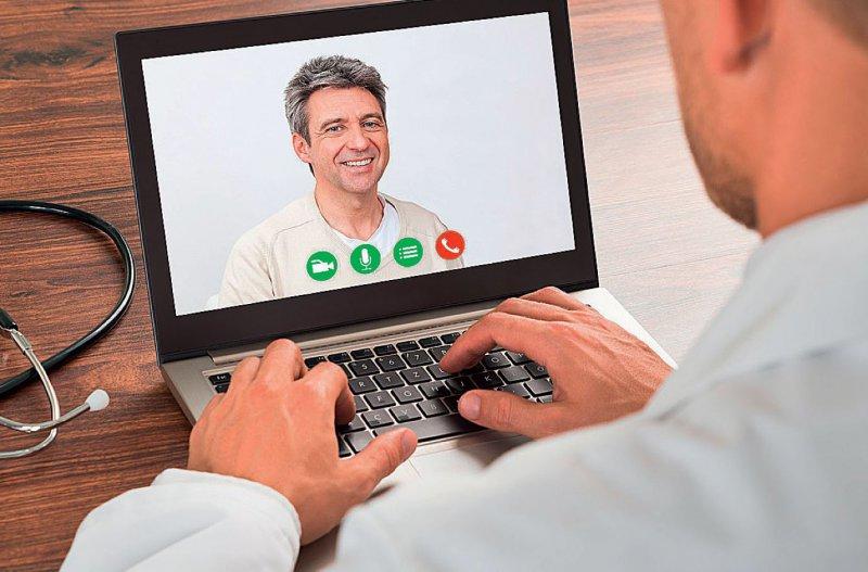 Die Online-Videosprechstunde soll künftig Bestandteil der Regelversorgung werden. Bei der Behandlung von Bestandspatienten sehen Experten dabei keinen Konflikt mit dem Berufsrecht. Fotos: Canstockphoto