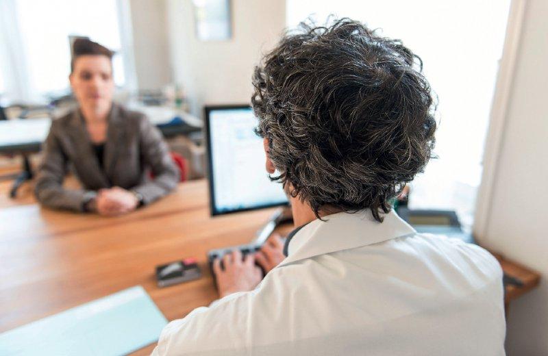 Alleine mit der Entscheidung: Jeden Tag müssen Ärzte eine Vielzahl an Entscheidungen treffen. Das ist nicht immer leicht. Foto: picture alliance