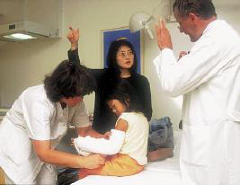 Ärzte können ausländische Patienten oftmals nur unzureichend beraten und aufklären. Foto: Peter Wirtz