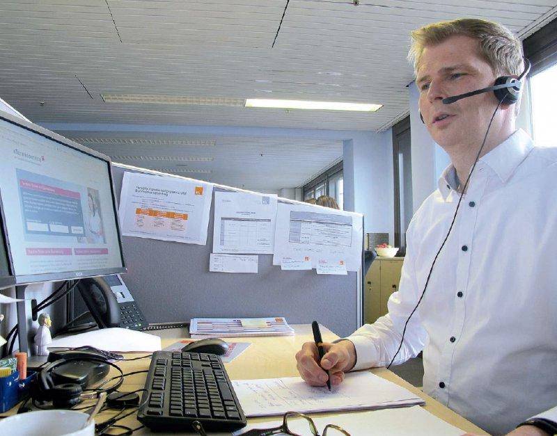 Keine Hektik: Rund 100 bis 200 Anrufe pro Tag nehmen die Mitarbeiterinnen und Mitarbeiter der Terminservicestellen in Westfalen-Lippe und Hessen täglich entgegen. Foto: KV Hessen