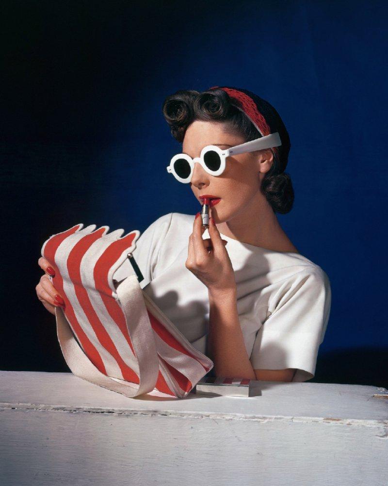 Schritt zur Farbe: Für das Titelbild der amerikanischen Vogue vom 1. Juli 1939 setzte Horst P. Horst das Model Muriel Maxwell in Szene. Foto: Condé Nast / Horst Estate
