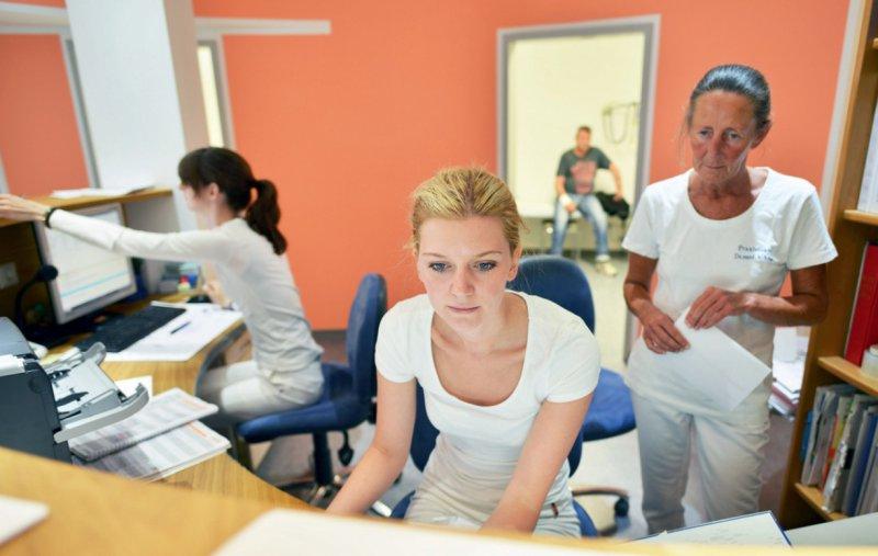 Einvernehmen zwischen den Tarifpartnern: Die betriebliche Altersversorgung wird weiter ausgebaut. Foto: picture alliance