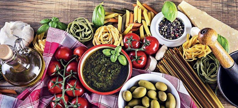 Mediterran geht immer: Der Konsum hochwertiger Fette und Eiweißprodukte plus viel Obst und Gemüse erfüllt wie von selbst zahlreiche Kriterien der Ernährungsempfehlungen bei Niereninsuffizienz. Foto: iStockphoto