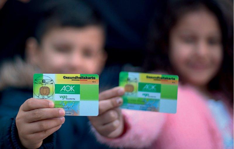 Eine Gesundheitskarte sollte es bundesweit für alle Flüchtlinge geben, fordert die Bundesärztekammer. Foto: dpa