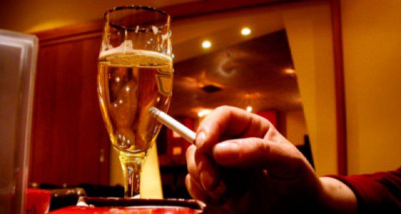Rauchen in Bars und Restaurants /Klicker, pixelio.de